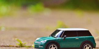 Wyprzedaż rocznika – czy to dobry moment na kupno samochodu?