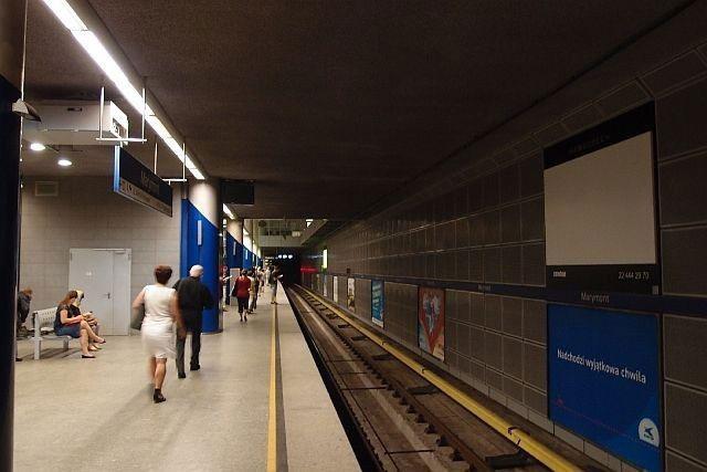 Dlaczego reklama w metrze jest skuteczna?