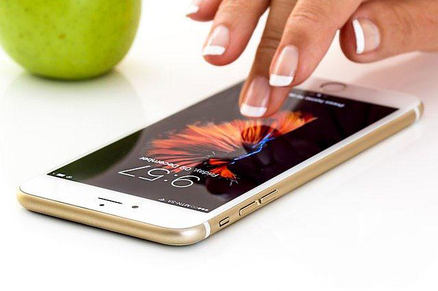 Jaki iPhone wybrać na prezent? Sprawdź najbardziej polecane modele